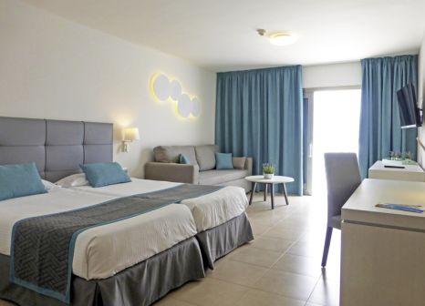Hotelzimmer mit Mountainbike im Las Costas
