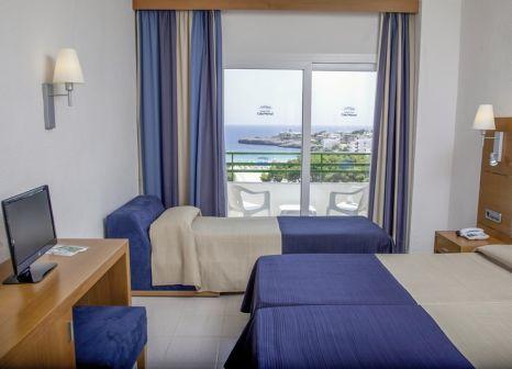 Hotelzimmer mit Volleyball im Hotel Club Cala Marsal