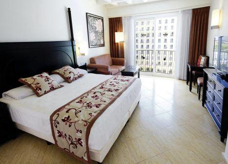 Hotelzimmer mit Volleyball im Hotel Riu Palace Aruba