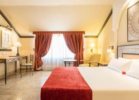 Hotelzimmer mit Hochstuhl im Hotel ILUNION Mérida Palace