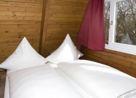 Hotelzimmer mit Volleyball im Ostsee Resort Damp