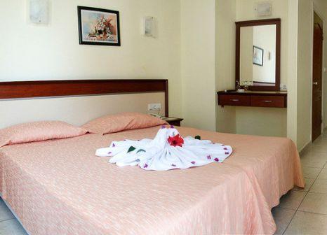 Hotelzimmer mit Tischtennis im Dynasty Hotel