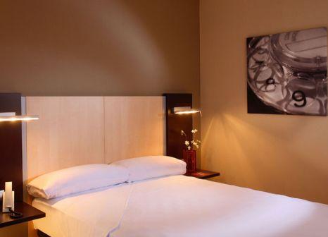 Hotelzimmer mit Pool im Hotel ILUNION Auditori