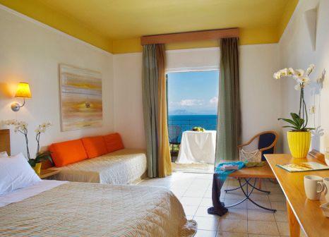 Hotelzimmer mit Volleyball im Aeolos Beach Resort