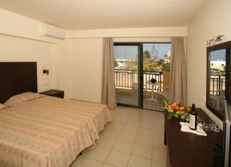 Hotelzimmer mit Volleyball im Gouves Water Park Holiday Resort