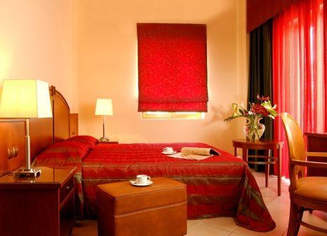 Hotelzimmer mit Tischtennis im Theartemis Palace