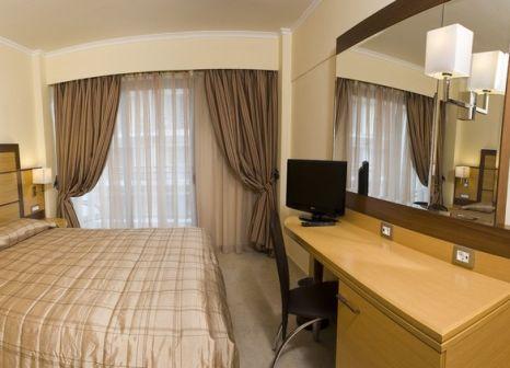 Hotelzimmer mit Kinderpool im Manousos City Hotel