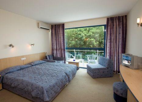 Hotelzimmer mit Volleyball im Holiday Park Hotel