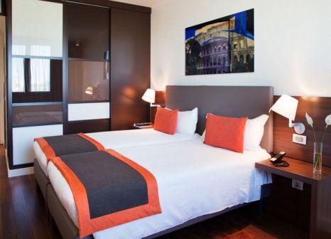 Hotelzimmer mit Pool im H10 Roma Città