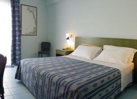 Hotelzimmer mit Mountainbike im Hotel Rada Siri