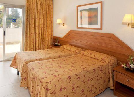 Hotelzimmer mit Mountainbike im HTOP Royal Beach