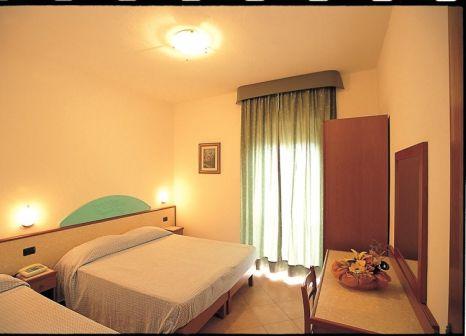 Hotelzimmer mit Mountainbike im Residence Sciaron
