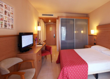 Hotelzimmer mit Mountainbike im Golden Bahia de Tossa & Spa