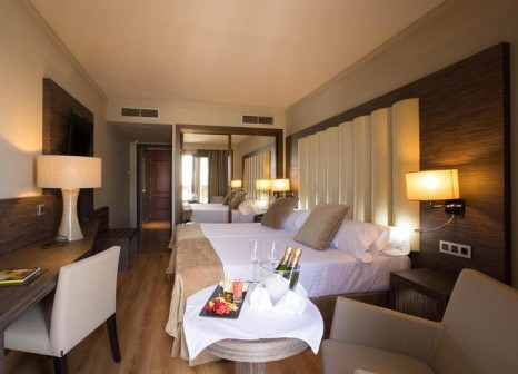 Hotelzimmer mit Mountainbike im Sercotel Gran Hotel Luna de Granada