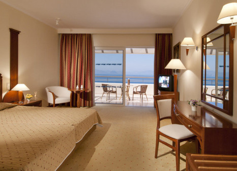 Hotelzimmer mit Mountainbike im Kipriotis Panorama Hotel & Suites