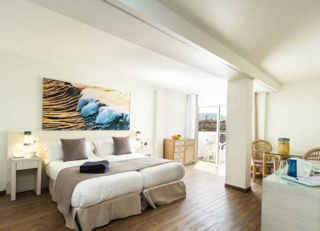 Hotelzimmer mit Mountainbike im smartline Playa Park
