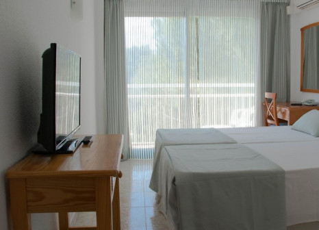 Hotelzimmer mit Mountainbike im Hotel Nets