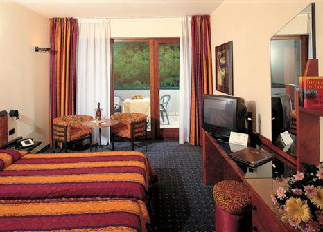 Hotelzimmer mit Mountainbike im Parc Hotel Gritti