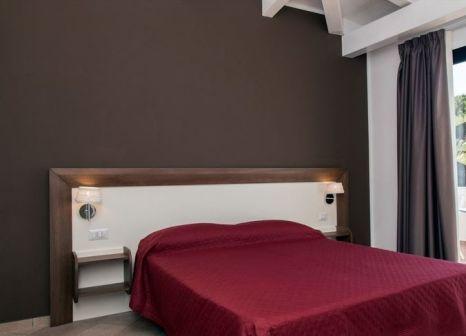Hotelzimmer mit Tischtennis im Hotel Villaggio Pineta Petto Bianco