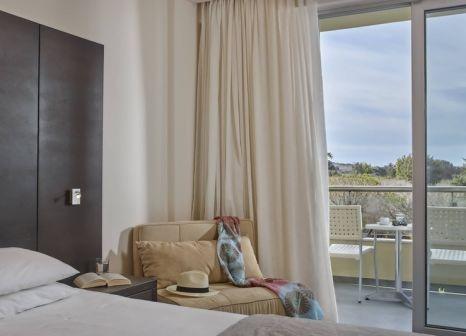 Hotelzimmer mit Volleyball im Ammos Resort