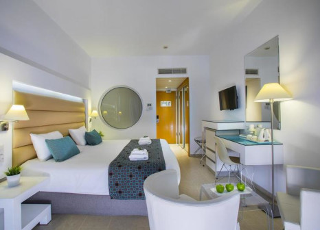 Hotelzimmer mit Volleyball im SENTIDO Cypria Bay by Leonardo Hotels