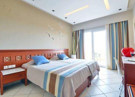 Hotelzimmer mit Tischtennis im Evilion Sea & Sun