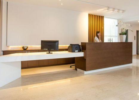 Hotelzimmer mit Tischtennis im Niriides Hotel