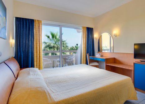 Hotelzimmer mit Yoga im Sun Beach Resort Complex