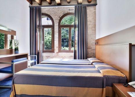 Hotelzimmer mit Hochstuhl im Eurostars Residenza Cannaregio