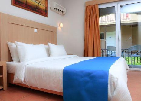 Hotelzimmer mit Volleyball im LABRANDA Marine Aquapark Resort