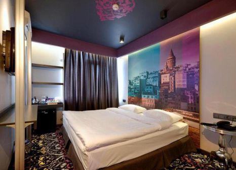 Hotelzimmer mit Hochstuhl im Pera Tulip Hotel
