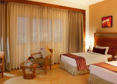 Hotelzimmer mit Hochstuhl im Landmark Hotel Riqqa
