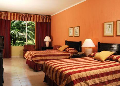 Hotelzimmer mit Volleyball im Barcelo Capella Beach Hotel Juan Dolio