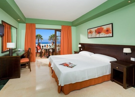 Hotelzimmer mit Mountainbike im Hotel Grand Callao