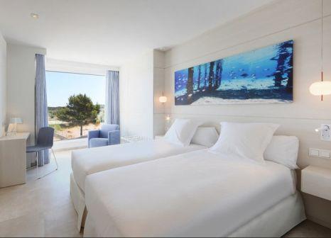 Hotelzimmer mit Mountainbike im Iberostar Selection Santa Eulalia