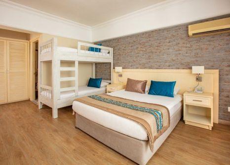 Hotelzimmer mit Tischtennis im Palmin Hotel