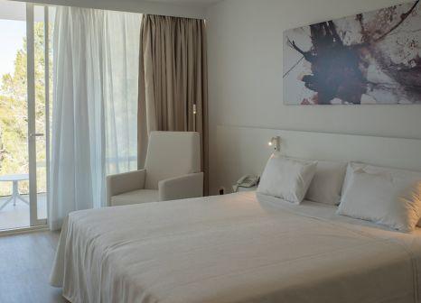 Hotelzimmer mit Volleyball im Els Pins Resort & Spa