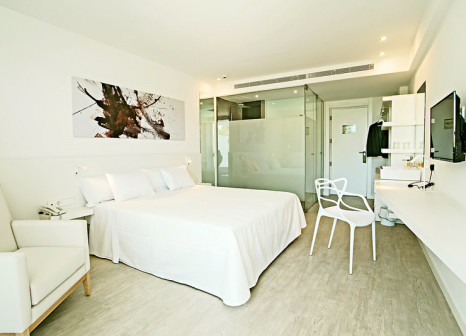 Hotelzimmer mit Mountainbike im Els Pins Resort & Spa