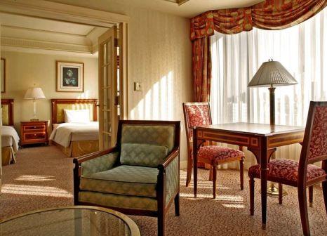 Hotelzimmer mit Pool im RIHGA Royal Hotel Tokyo