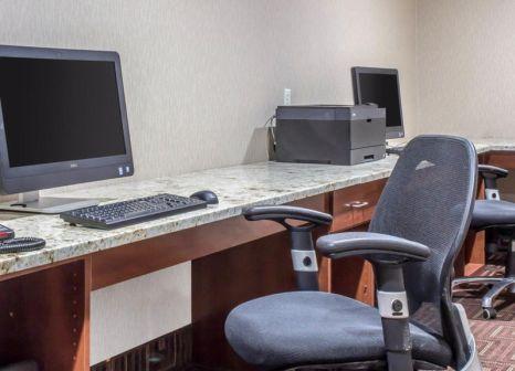 Hotelzimmer mit Klimaanlage im Comfort Inn New York Staten Island