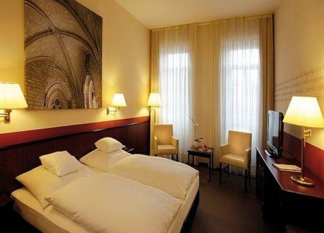 Hotelzimmer mit Mountainbike im Hotel Augustiner Kloster