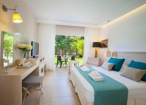Hotelzimmer mit Mountainbike im Atlantica Aeneas Resort