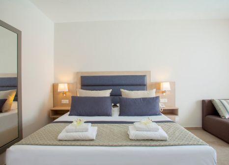 Hotelzimmer mit Volleyball im Atlantica Aeneas Resort