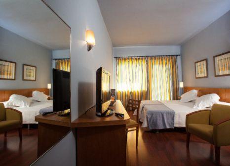 Hotelzimmer mit Hochstuhl im Nuria