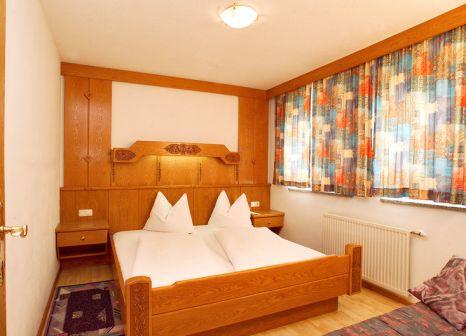 Hotelzimmer mit Ski im Toni