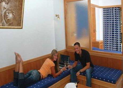 Hotelzimmer mit Mountainbike im Alfa Beach Hotel
