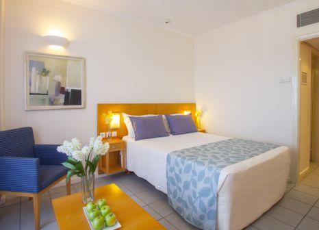 Hotelzimmer mit Mountainbike im SENTIDO Louis Plagos Beach