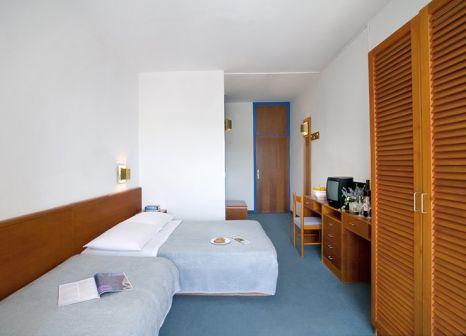 Hotelzimmer mit Volleyball im Marina Sunny Hotel by Valamar