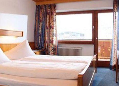 Hotelzimmer mit Ski im Hotel Taxacher