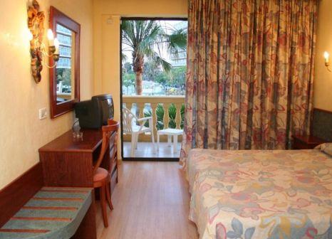 Hotelzimmer mit Mountainbike im Peymar